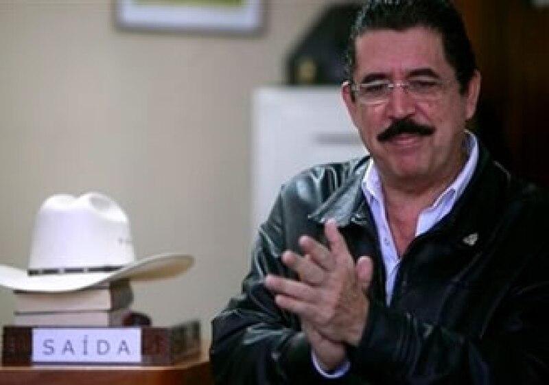 Manuel Zelaya, depuesto presidente de Honduras, se refugia en la embajada brasileña desde hace más de un mes. (Foto: AP)