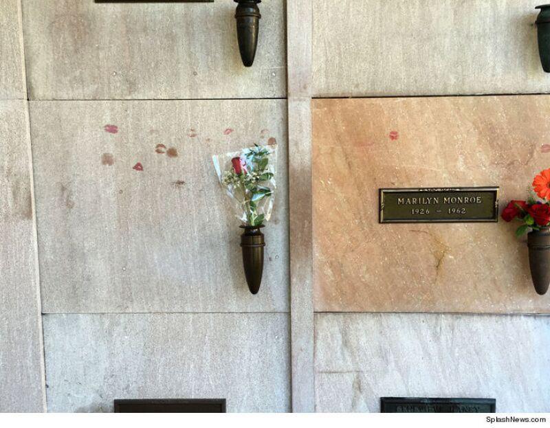 Urna de Hugh Hefner