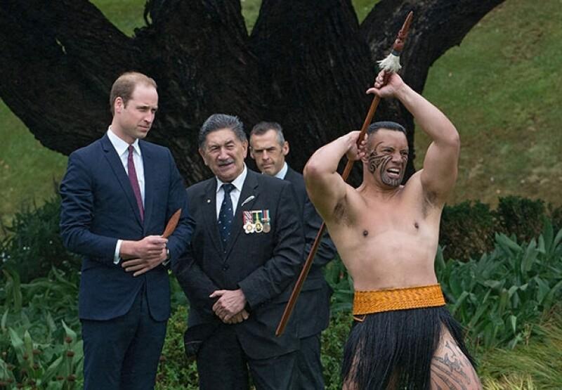 Guillermo fue recibido por guerreros maories.