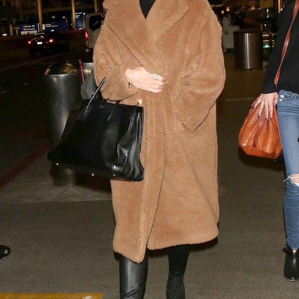 Rosie Huntington-Whiteley at LAX International Airport, Los Angeles, USA - 07 Dec 2017