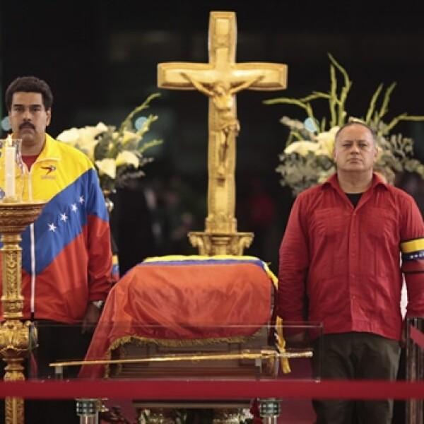 Diosdado Cabello, Maduro realizan una guardia a los lados del féretro