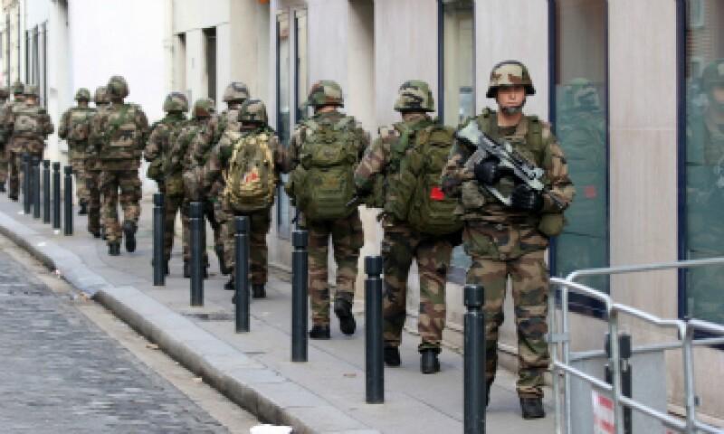El presidente François Hollande dijo que iba a aumentar los servicios de seguridad con otros 5,000 efectivos en los próximos cinco años. (Foto: Getty Images)