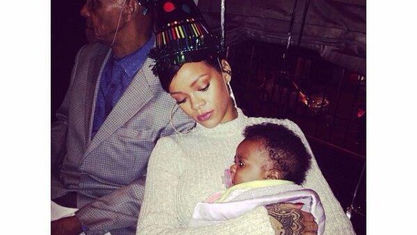 Pocas veces habíamos visto fotos de Rihanna que evocaran tanta ternura como éstas.