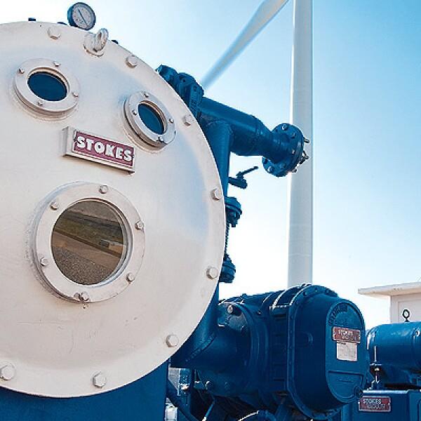 Los 27 aerogeneradores transmiten la energía hacía la subestación de la Comisión Federal de Electricidad, Juchitán II y posteriormente a la subestación Julie.