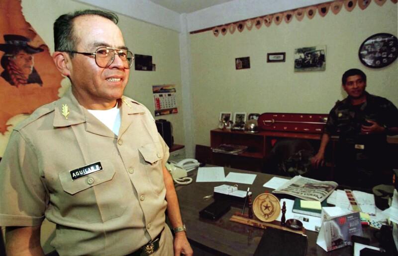 De policía a político