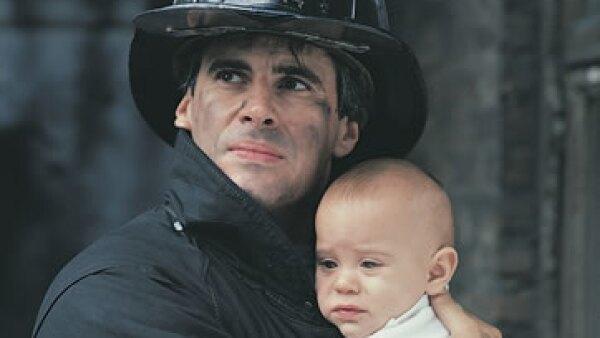 Pese a las generalmente malas condiciones de trabajo que padecen, los bomberos se dicen felices con su empleo por la labor social que realizan. (Foto: Thinkstock)