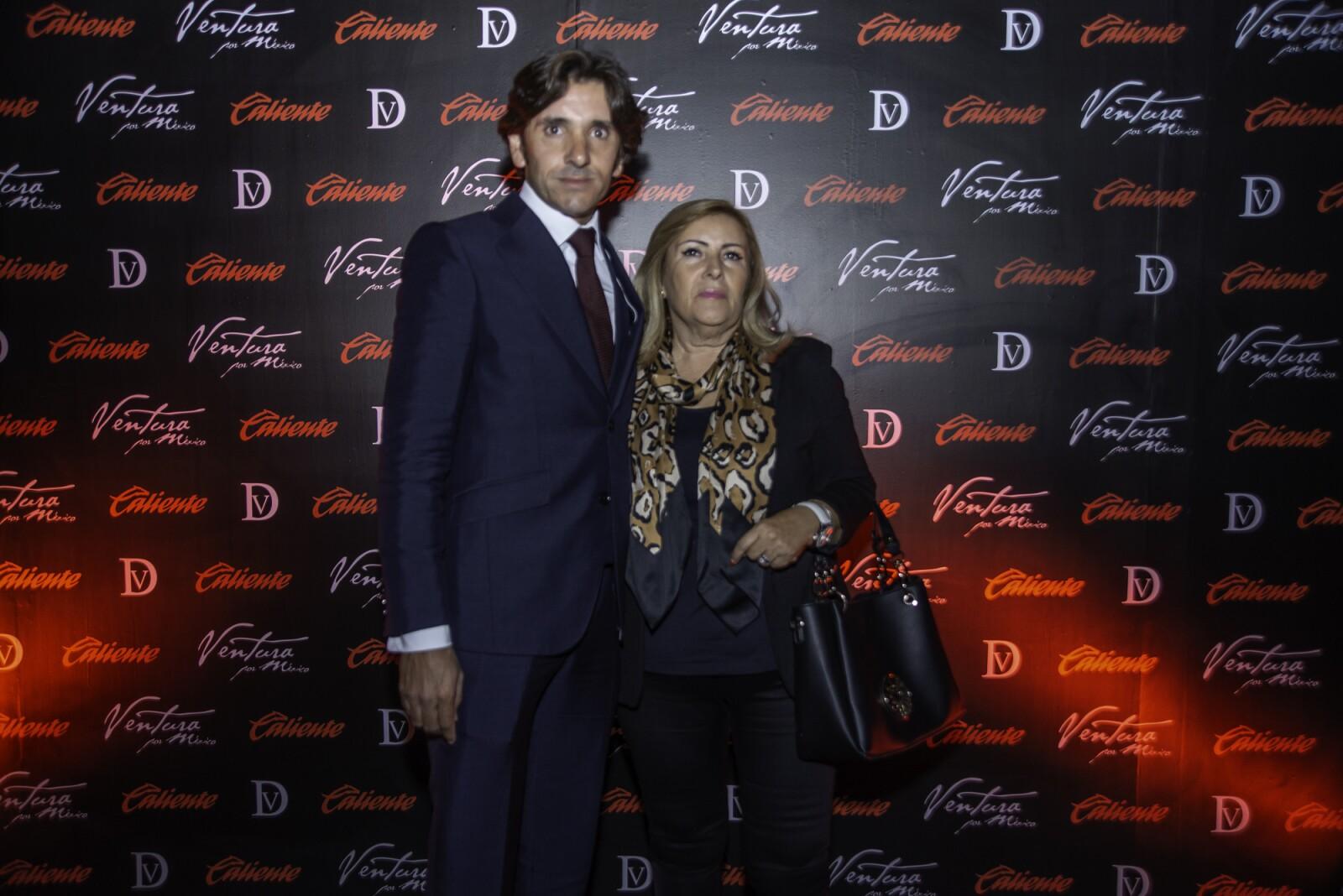 Diego Ventura con su Madre.jpg