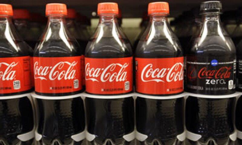 En California se exige que las bebidas con cierto nivel de cancerígenos porten una etiqueta de advertencia. (Foto: AP)