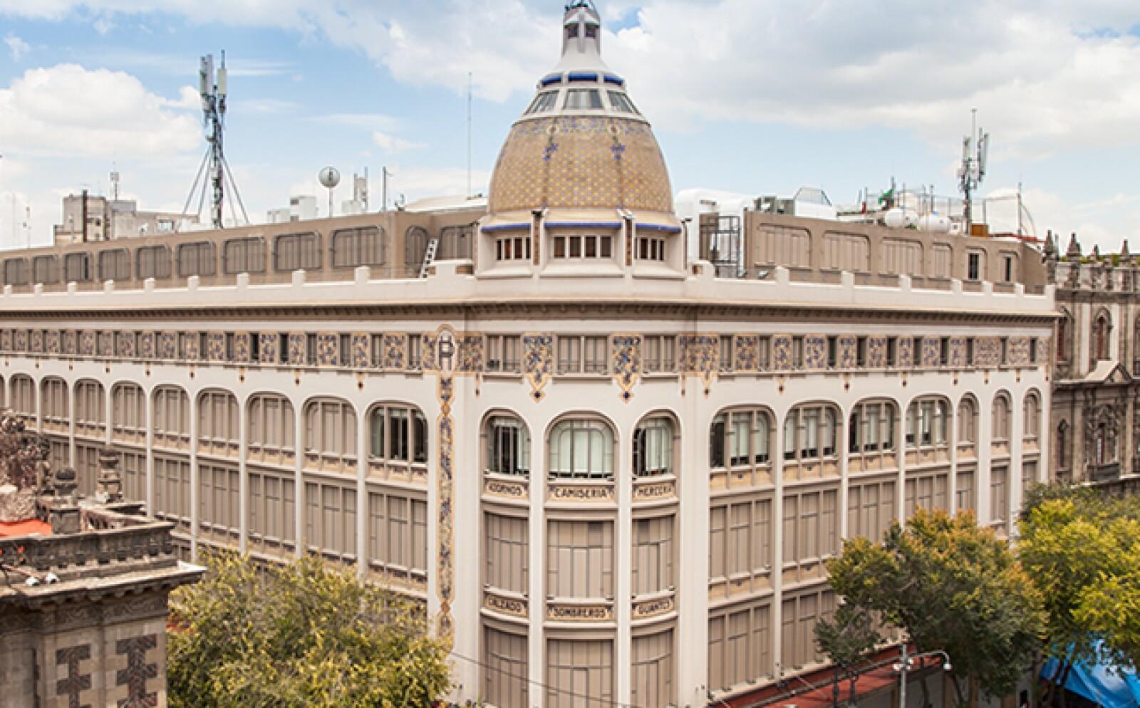 El edificio de la calle 20 de noviembre, en el centro histórico de la Ciudad de México fue el primer almacén de la cadena. La construcción  de 1888, propiedad de José Leautaud y José y Enrique Tron en aquel entonces, causó un gran impacto.