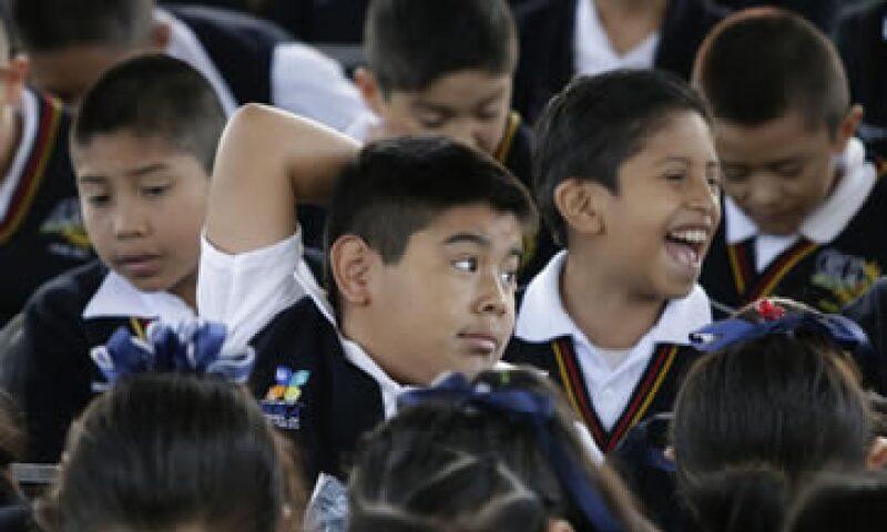 En el país se invierten aproximadamente 2,600 dólares por cada estudiante de primaria; en promedio, los integrantes de la OCDE invierten 8,200 dólares por alumno. (Foto: Notimex)