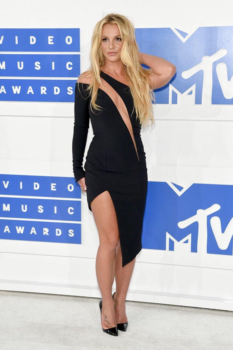 """La cantante afirma llevar una vida muy """"aburrida"""" más propia de una figura religiosa como la Virgen María que de una estrella del pop de su talla."""