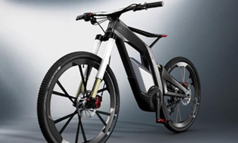 La Audi e-bike está fabricada de fibra de carbono y su diseño está basado mediante el principio de las motocicletas. (Foto: tomada de Audi.com)