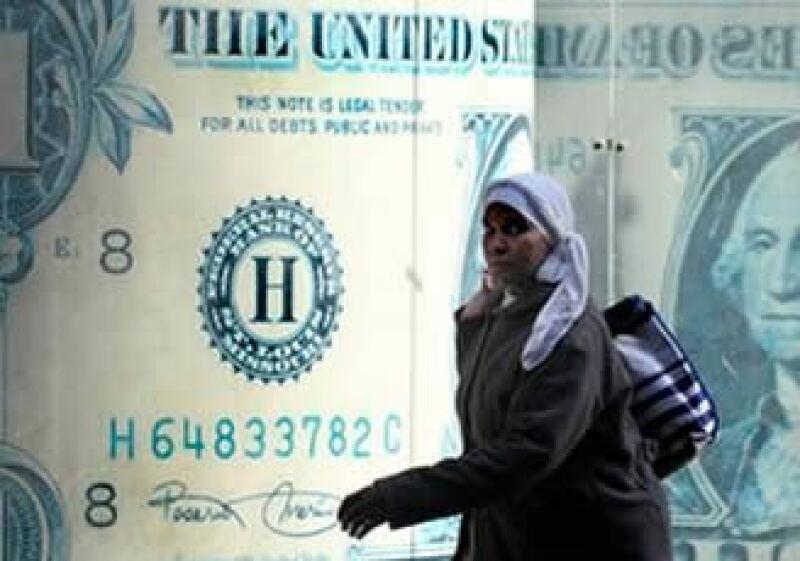 Los bancos se enfrentan al caos en las mesas de transacciones mientras inversores extranjeros y empresarios rehúyen a la libra egipcia. (Foto: AP)