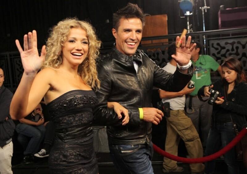 Fanny Lu también participó en el video La Noche. En la imagen, acompañada de Billy Rovzar.