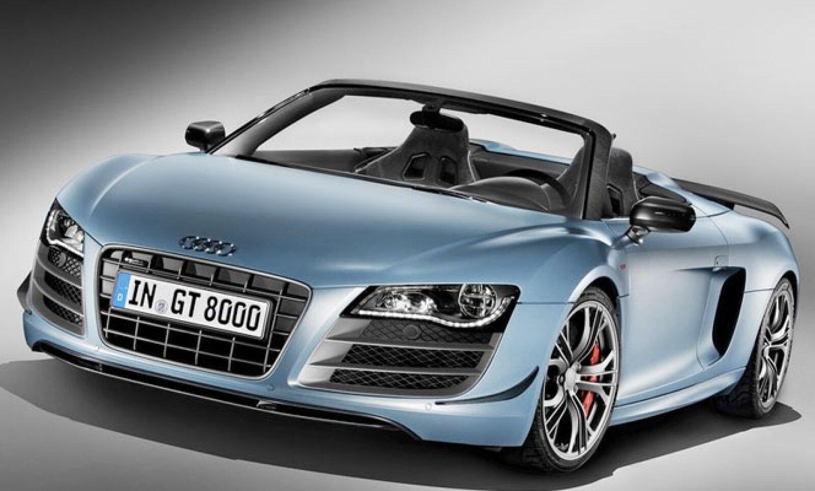 La firma alemana presenta el Audi R8 GT Spider 2012, el cual no sólo destaca por ser un vehículo deportivo y convertible, sino también por su potencia y ligereza.