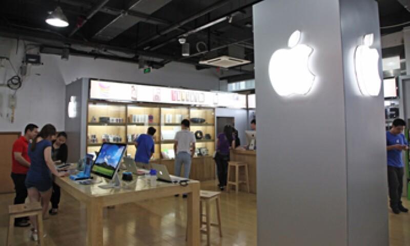 Los dispositivos posiblemente cuenten con pantallas curvas OLED. (Foto: AFP)