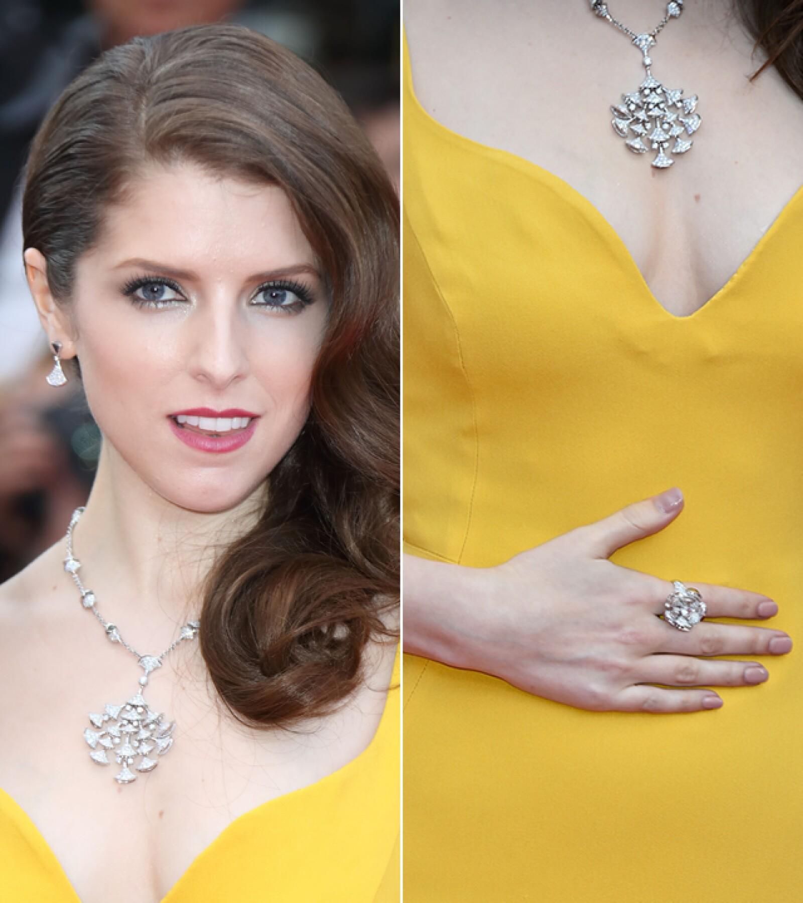 Anna Kendrick llevo el collar `Divas Dream´ y la pulsera que lo complementaba de diamantes de Bvlgari para la ceremonia de apertura del Festival de Cine de Cannes.