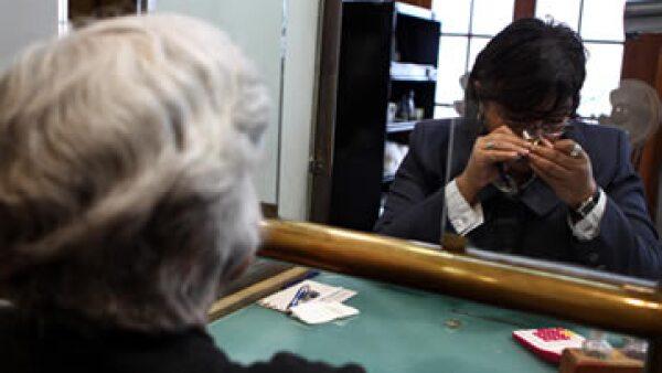 En el país, la barrera más importante para acceder a los servicios financieros es la insuficiencia o falta de ingresos. (Archivo)