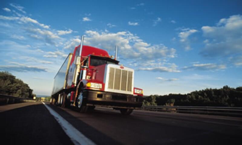 Los camiones doblemente articulados deberán contar con un comprobante de peso, según la SCT. (Foto: Thinkstock)