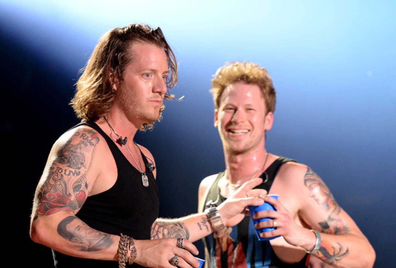 Tyler y Brian de Florida Georgia Line hacen una explosión de sexytud cuando están juntos en el escenario.