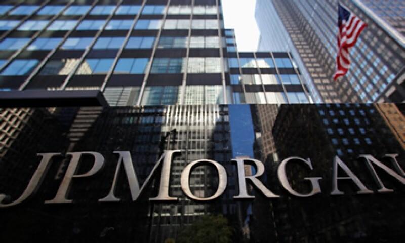 Es necesario que los bancos dejen de confiar tanto en los fondos públicos, dijo la agencia. (Foto: Reuters)