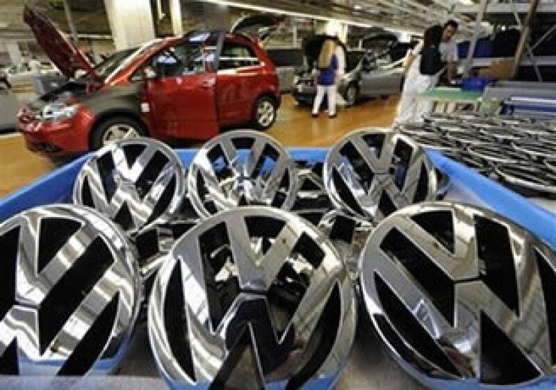 La automotriz alemana Volkswagen se mantiene sin ayuda de los gobiernos a pesar de la contracción del mercado global. (Foto: AP)