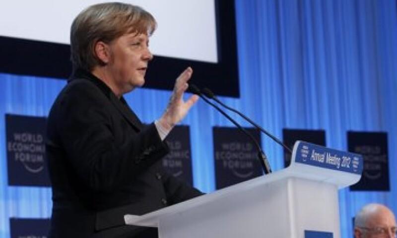 Angela Merkel, canciller alemana descartó la necesidad de elevar el fondo permanente de rescate a 500,000 mde. (Foto: Reuters)