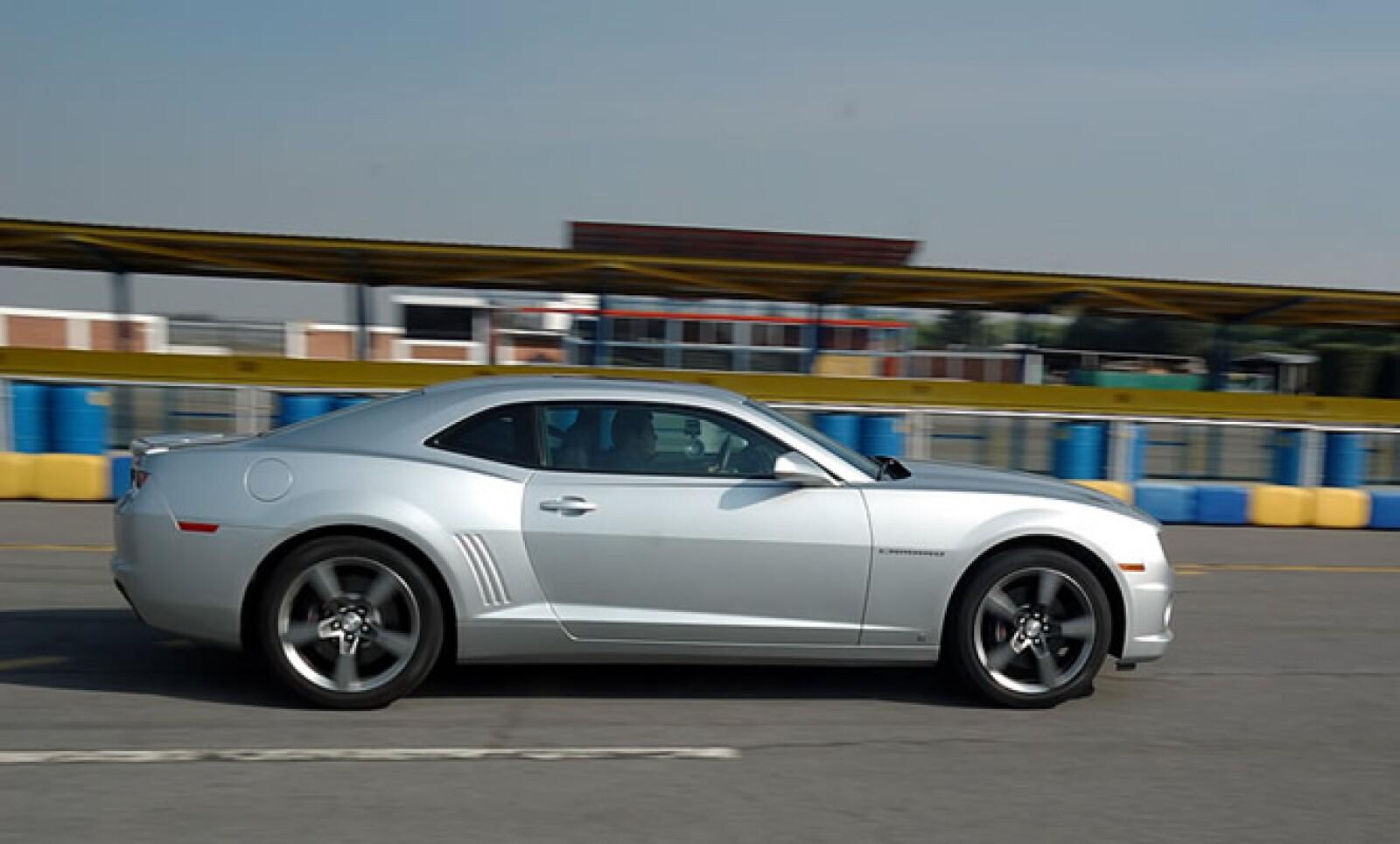 La versión básica de este automóvil tiene un precio de $430,000; la versión equipada llega a los $530,000.