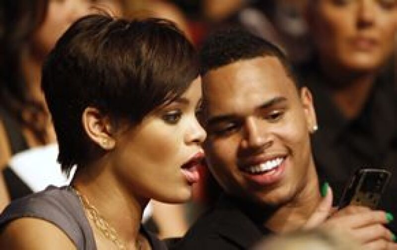 Al cantante, acusado de haber agredido a Rihanna, le han llegado mensajes intimidantes luego de que se publicara la foto donde ella sale golpeada.