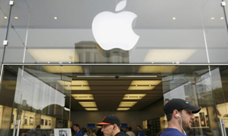 Los expertos consideran que una recompra de acciones beneficiaría a Apple. (Foto: Reuters)