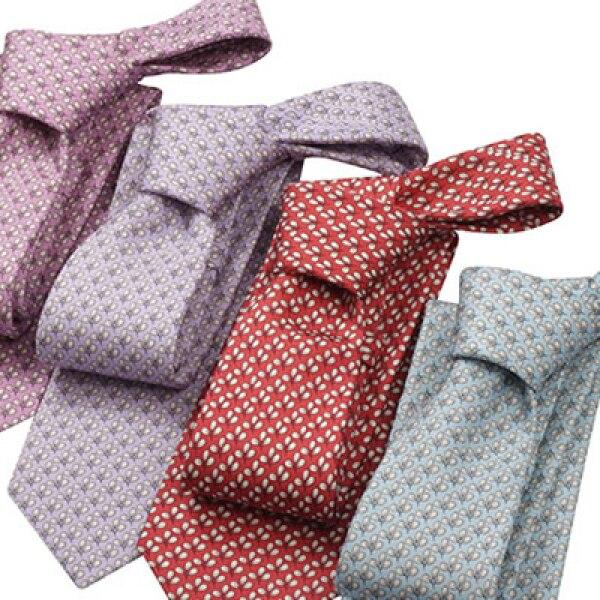 El simple es el nudo sugerido por su elegancia y sencillez. Las corbatas pueden ser estampadas pero no con enormes dibujos.