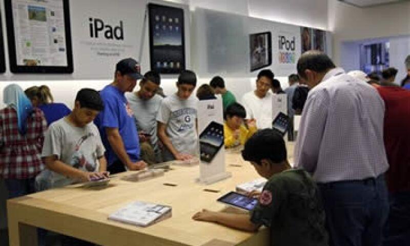 Las Apple Store construyen una imagen de la empresa orientada al servicio al cliente. (Foto: Archivo)