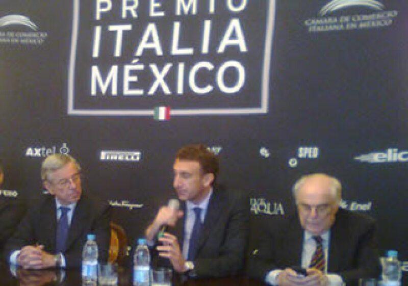 En una ceremonia realizada este miércoles, los cuatro empresarios ganadores recibieron su reconocimiento. (Foto: Verónica Alcántara)