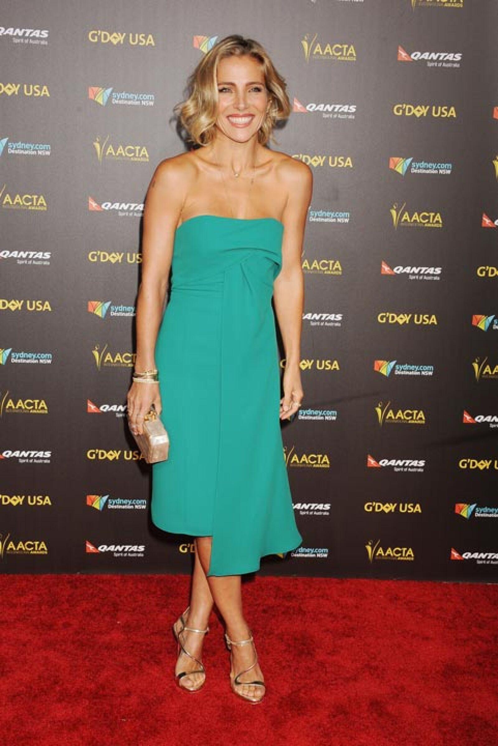 Vestido sencillo color esmeralda, lució la actriz, quien pronto volverá a la actuación.