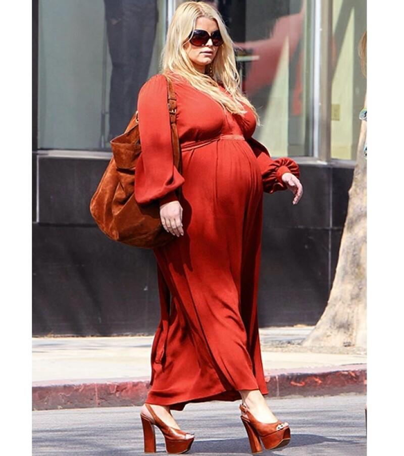 La cantante, de 31 años, ha sido duramente críticada por descuidar su figura desde antes de estar embarazada.