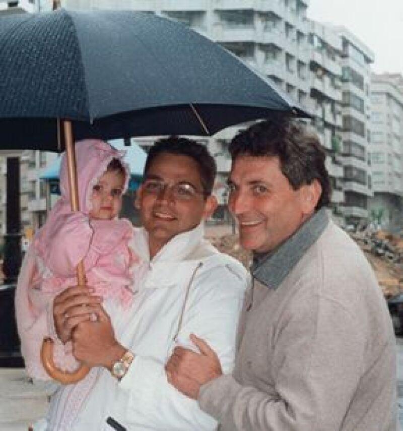 Aquí con María, la primogénita, y su papá Carlos Mouriño Atanés.