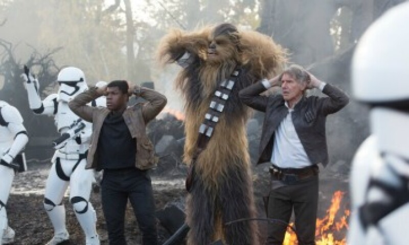 Fin, Chewbacca y Han Solo deleitaron a sus fans con el nuevo episodio de la saga de Lucas (Foto: David James/LucasFilm)