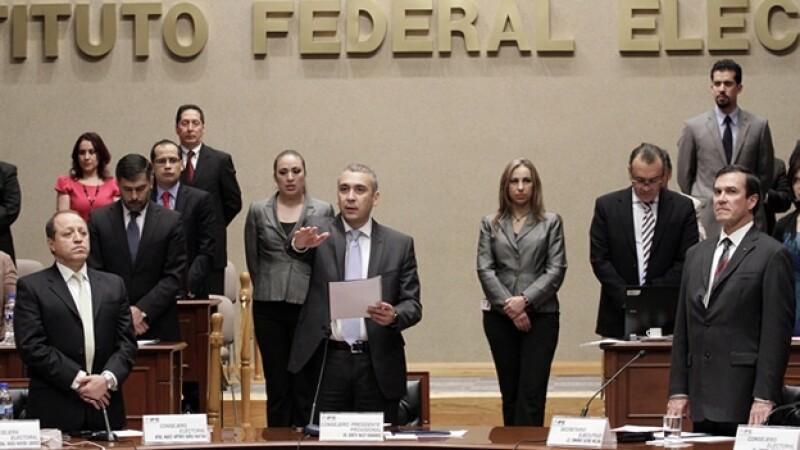 El Consejo General del IFE en sesión extraordinaria votó en unanimidad a favor de la reforma estatutaria del PRD.