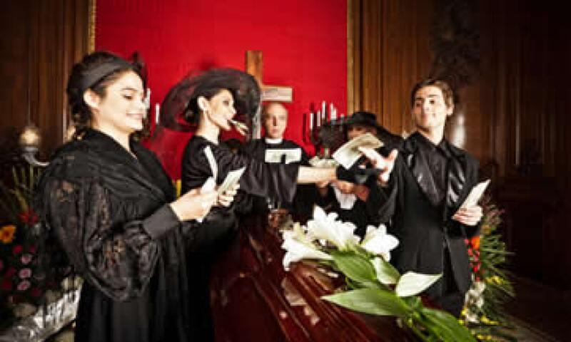 Los beneficiarios del IMSS cuentan con una prestación de ayuda para gastos funerarios. (Foto: Getty Images)