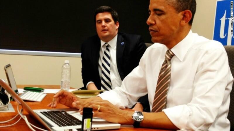 barack obama en una laptop