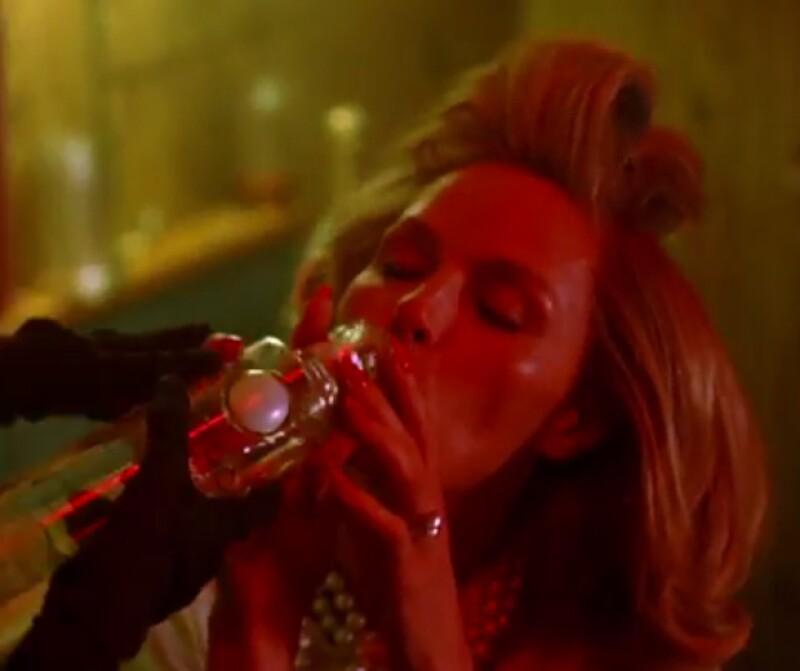 La cantante tuvo invitados de lujo en su videoclip