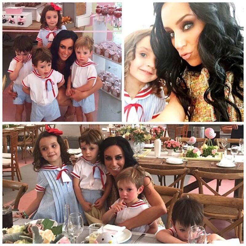 Inés posó junto a Inés de cinco años de edad y sus triates de tres años, Bruno, Javier y Diego.