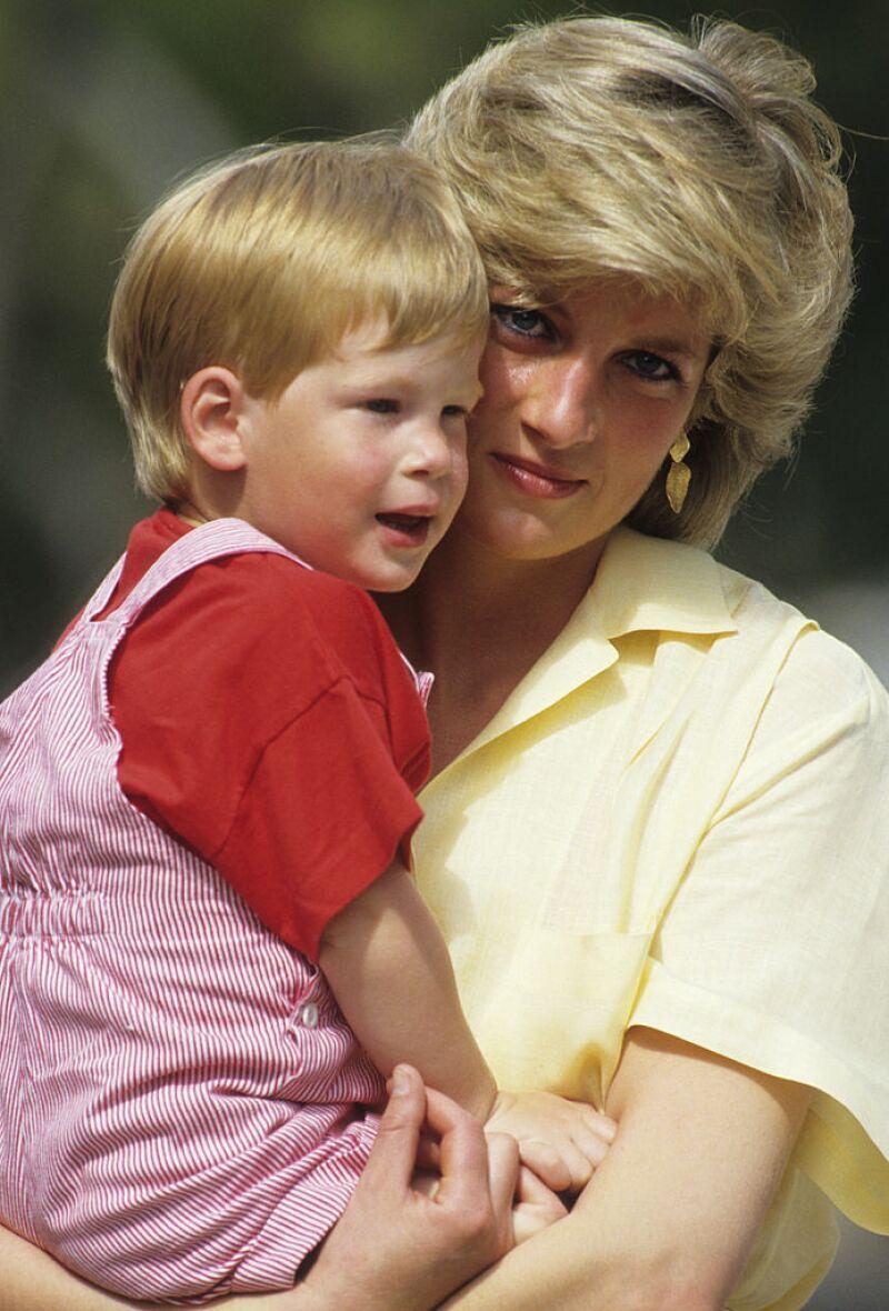 Lady Di y el príncipe Harry, en 1987