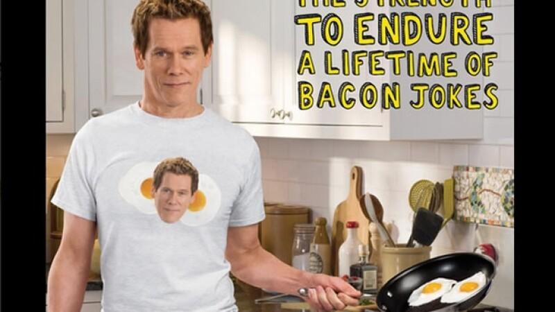 Kevin Bacon cocinando unos huevos para promocionar el producto comestible en Estados Unidos