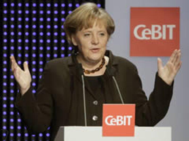 Angela Merkel, canciller federal de Alemania, inauguró la feria. (Foto: Reuters)