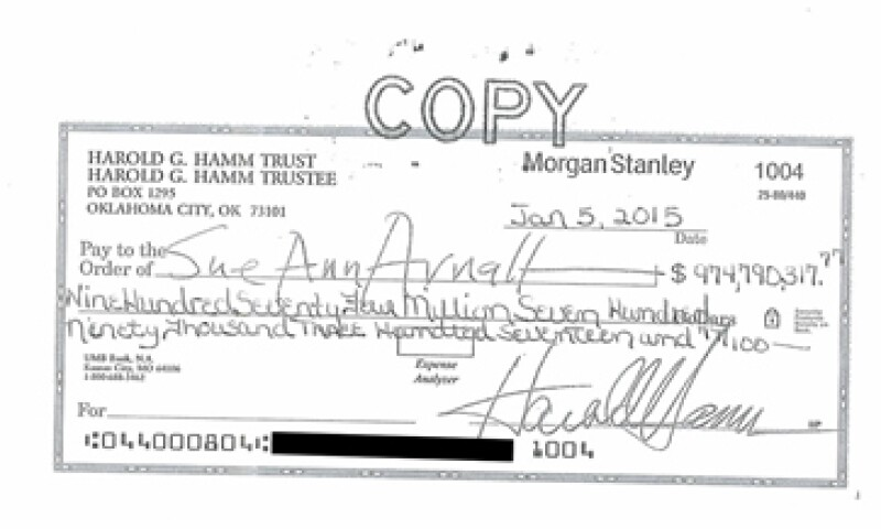 El millonario Harold Hamm dio un cheque a su exesposa por casi 975 mdd. (Foto: Reuters)