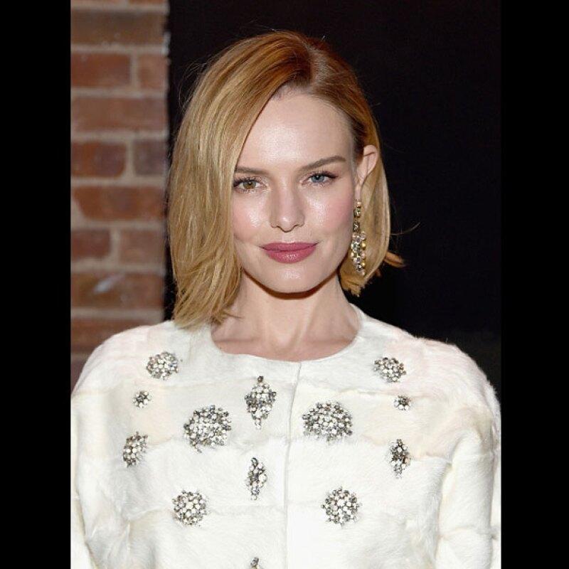 No temas usar lipstick rosa, checa el look de Kate Bosworth y luce espectacular.