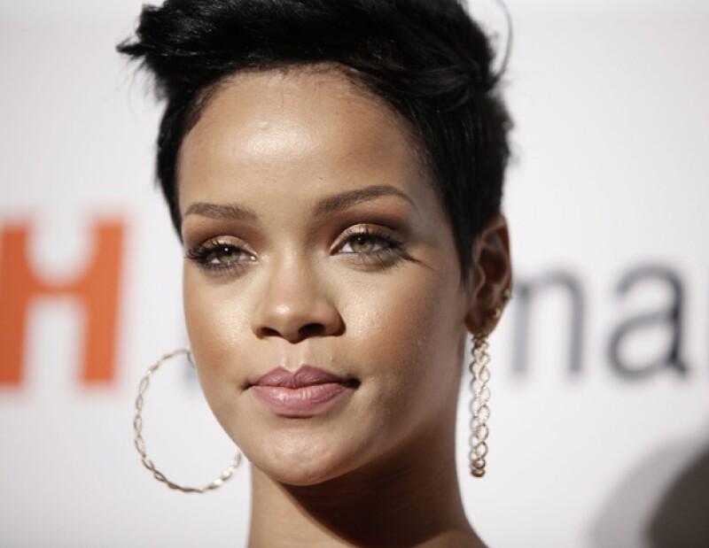 Tras haber sufrido la pérdida de su abuela, la cantante originaria de Barbados suspendió su presentación en el popular festival.