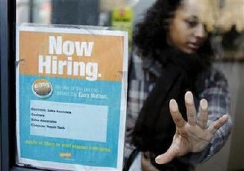 El informe revisó a la baja la creación de empleos en abril a 177,000 puestos. (Foto: Reuters)