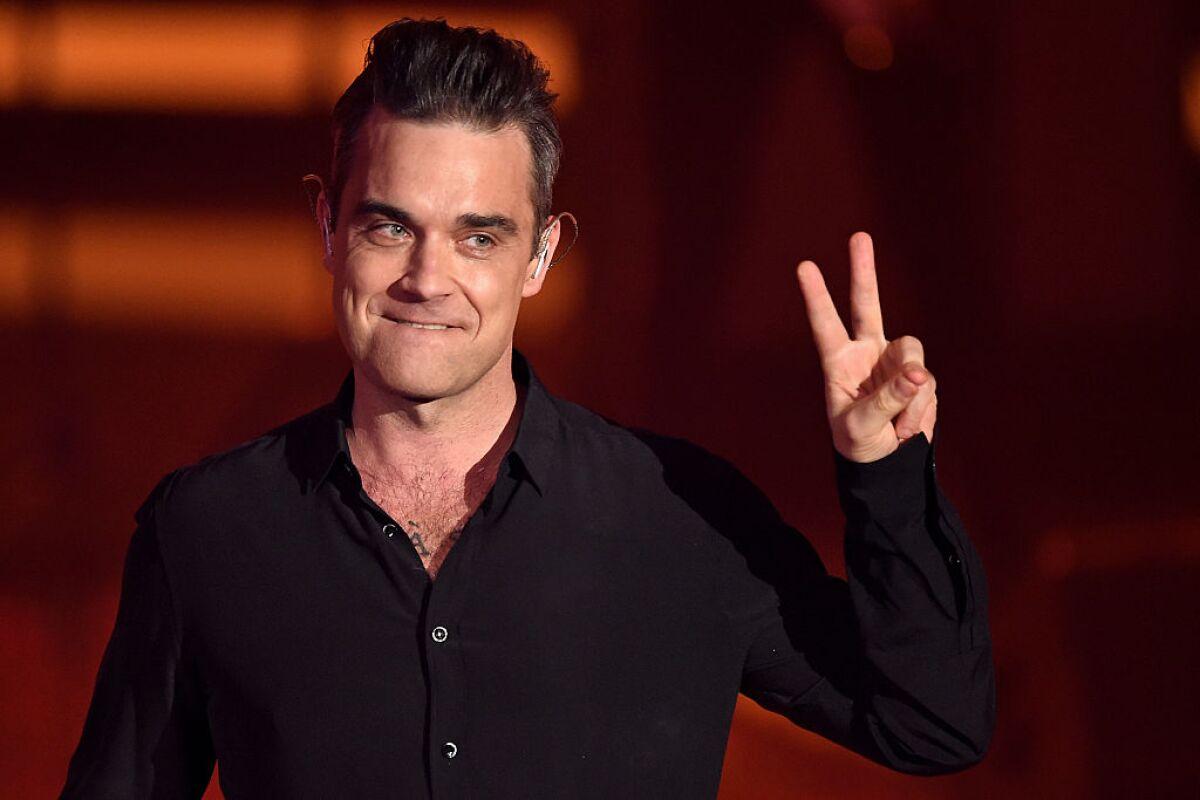 Robbie Williams ayuda a una de sus fans a que le pidan matrimonio